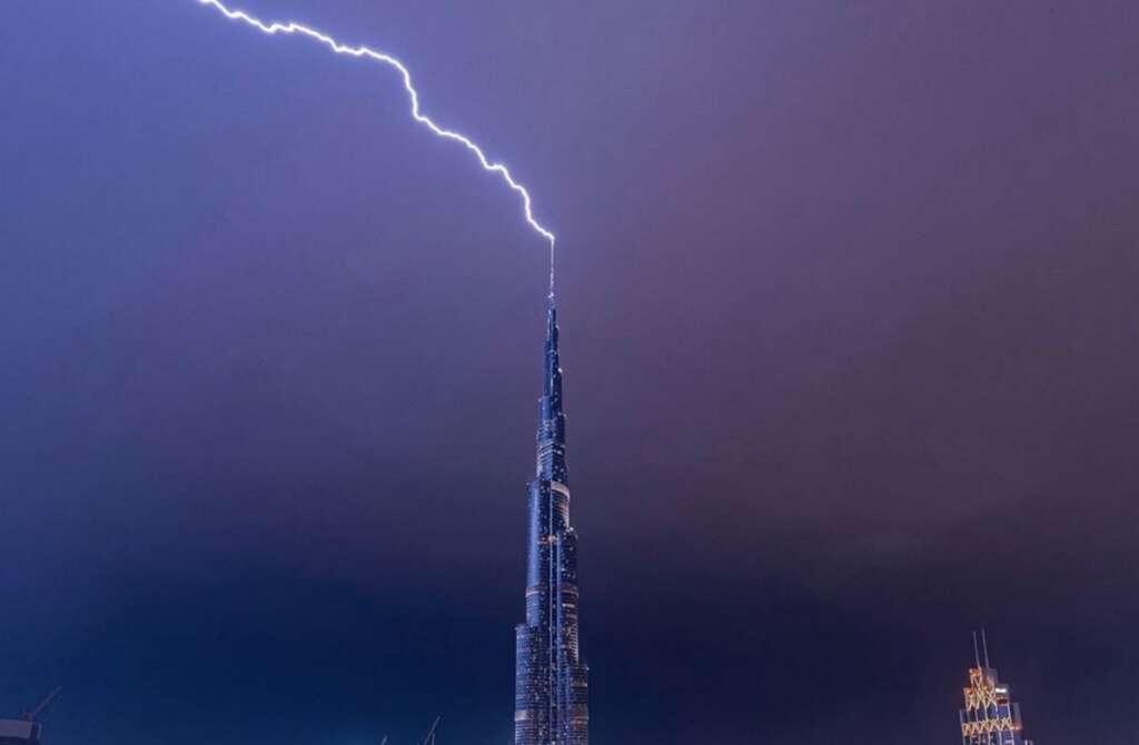 sheikh hamdan, dubai's burj khalifa, lightning, struck, burj khalifa, lightning, weather update, weather report