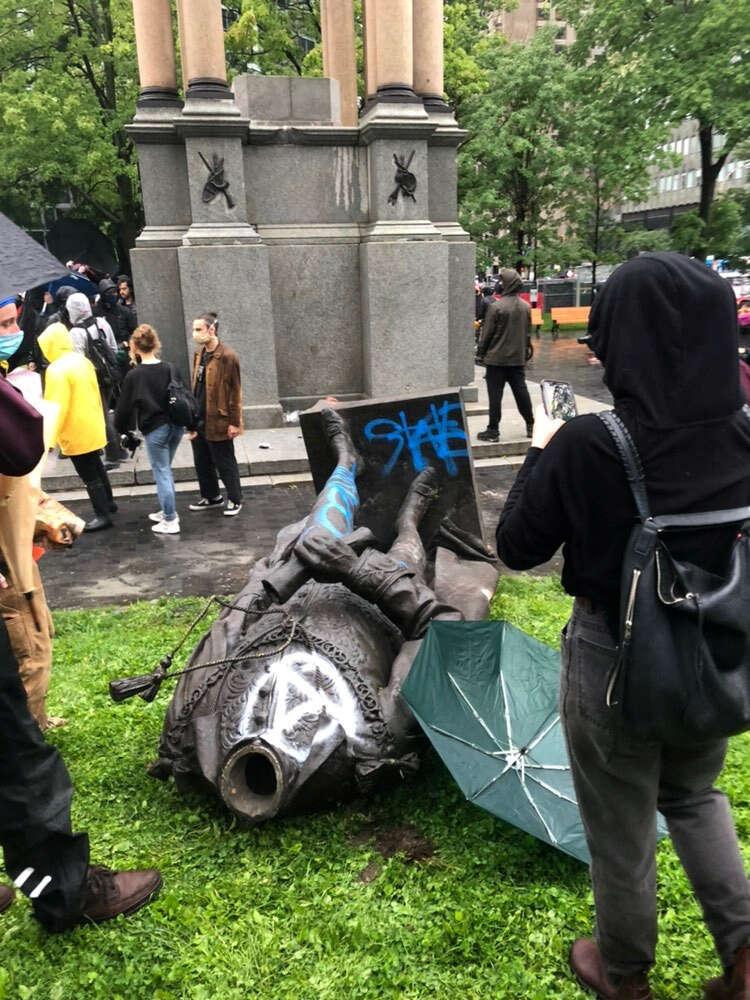 statue, Montreal, Macdonald, protesters, Canada