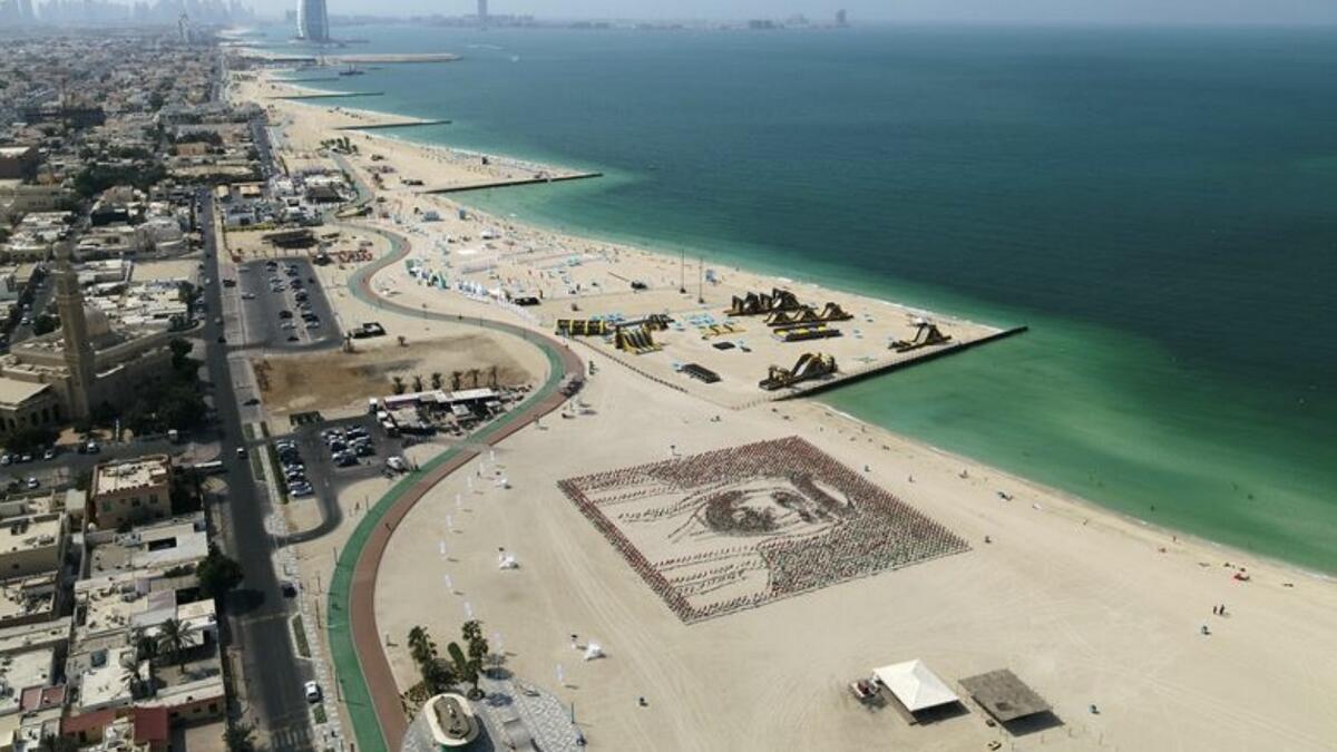 Photos: 4,000 flags paint stunning Sheikh Khalifa portrait in Dubai sands