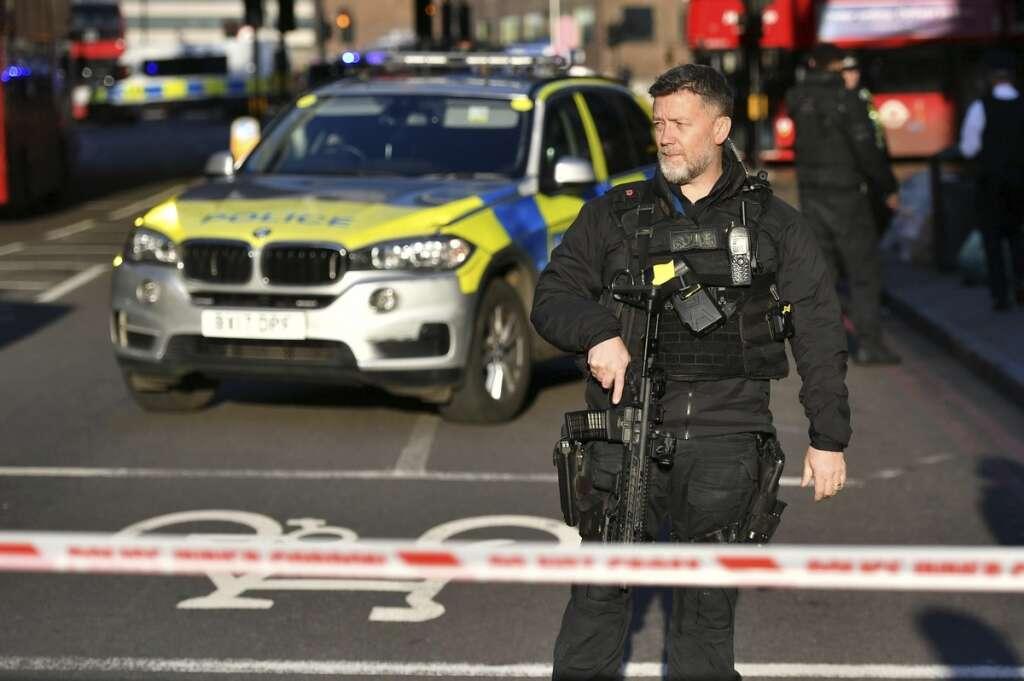 london bridge, police, shots, fired, stabbing, stab