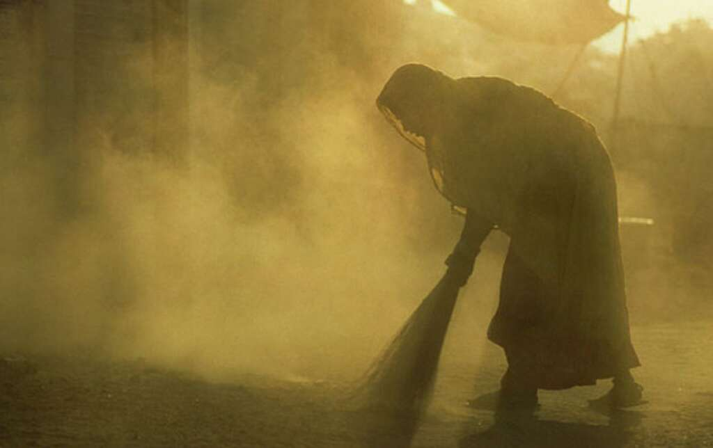 How a school sweeper averts tragedy in India - News