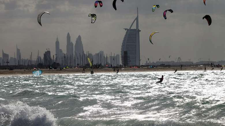 Warning: Strong winds, waves up to 10-feet high to hit UAE