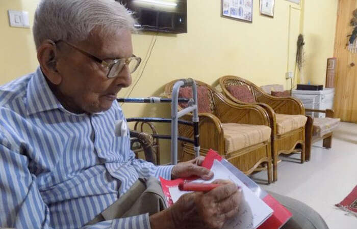 98-year-old man clears Masters degree in India