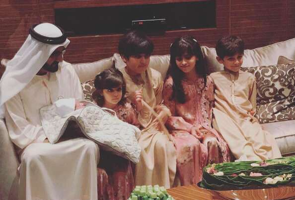 Sheikh Mohammed meets his newborn grandson