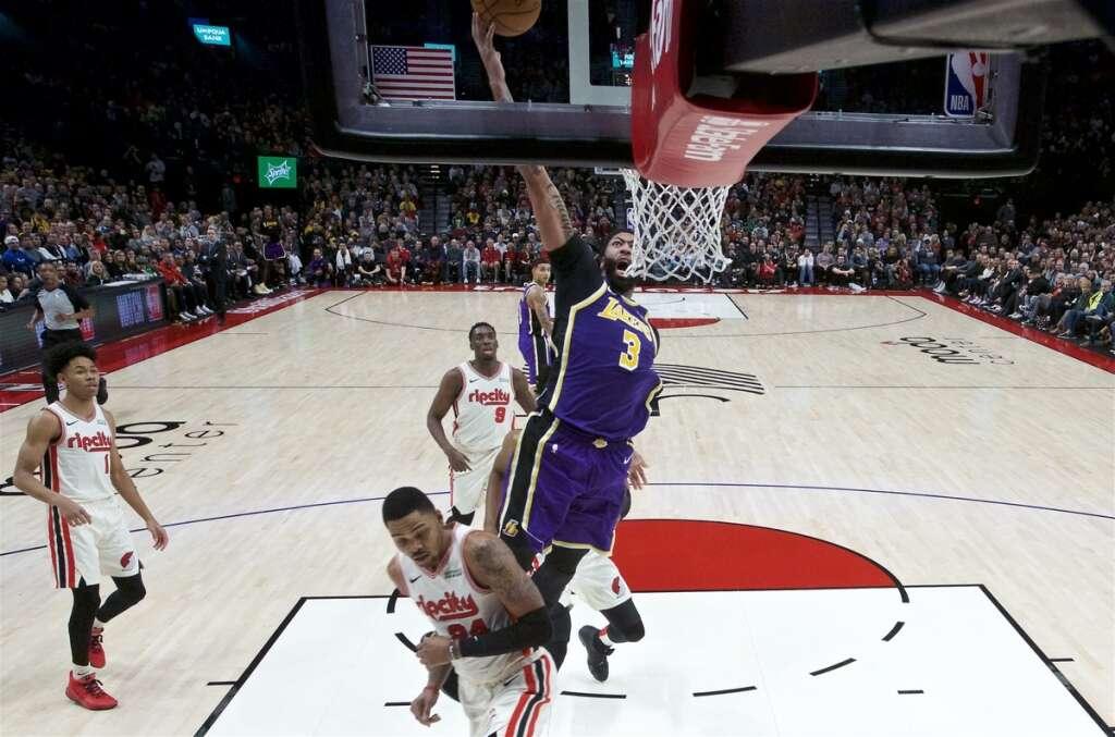 Davis shines as Lakers blast Blazers