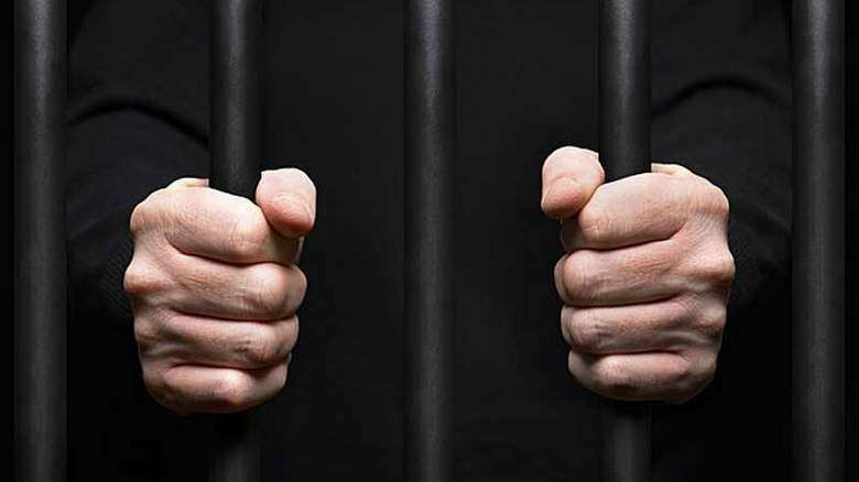 Airport security staff jailed for robbing passenger of Dh4,775 in UAE