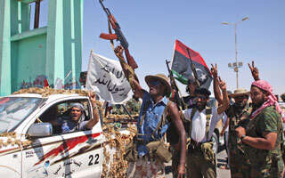 Libya rebels close in on Gaddafi