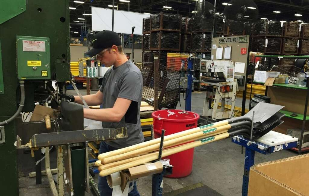 US manufacturing activity weakest in over a decade