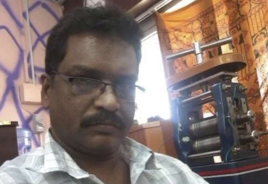 Indian expat, dies, airport, flying home, congratulate son, Grade 10 victory