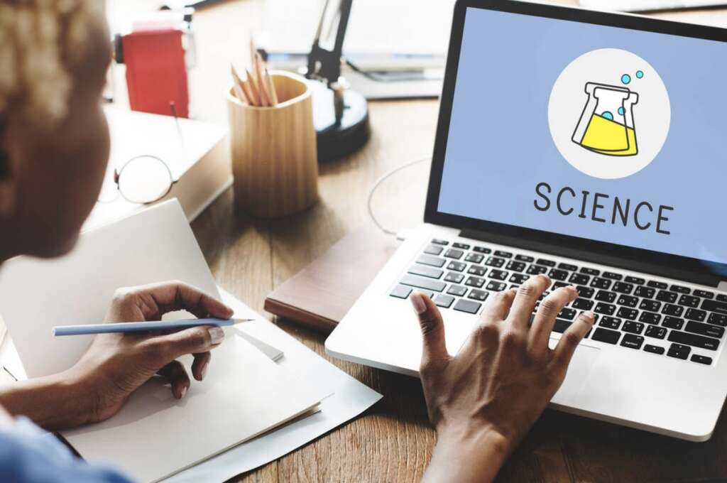Science teachers, UAE, learn, experiments, virtual classrooms