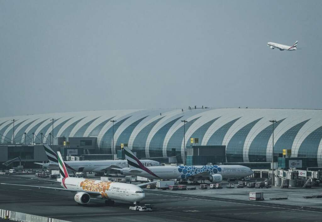 Combating coronavirus, covid19, UAE, allows, opening of airports, limited flights