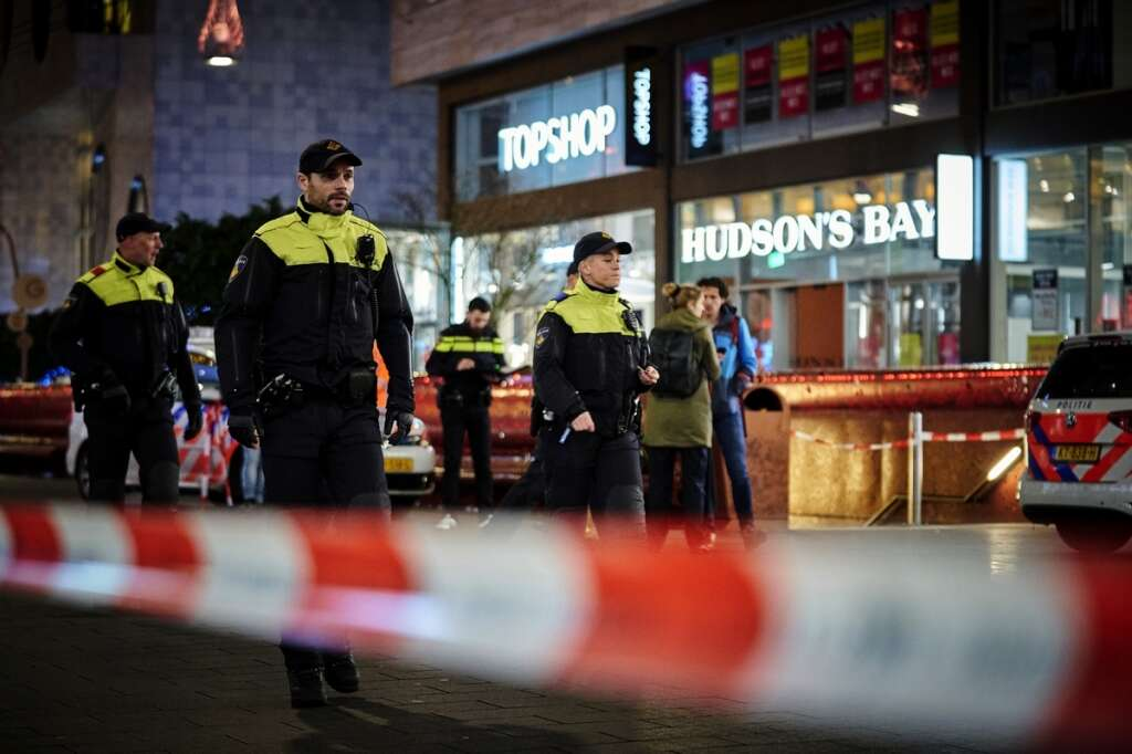 Three, minors, stabbed, The Hague, shopping area, Hudson's Bay, Friday