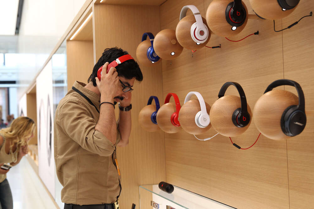Get cozy and geeky at Dubais first Apple Store