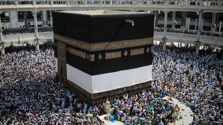 Video: Massive umbrella to shield pilgrims at Makkah