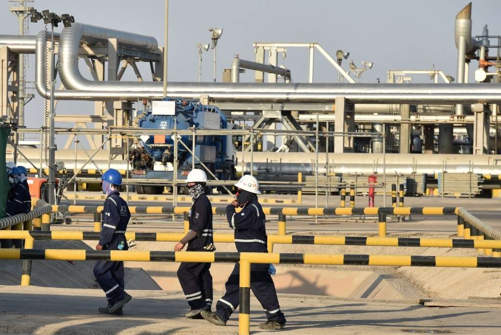Oil dips on weaker Chinese demand, traders await OPEC+ cuts