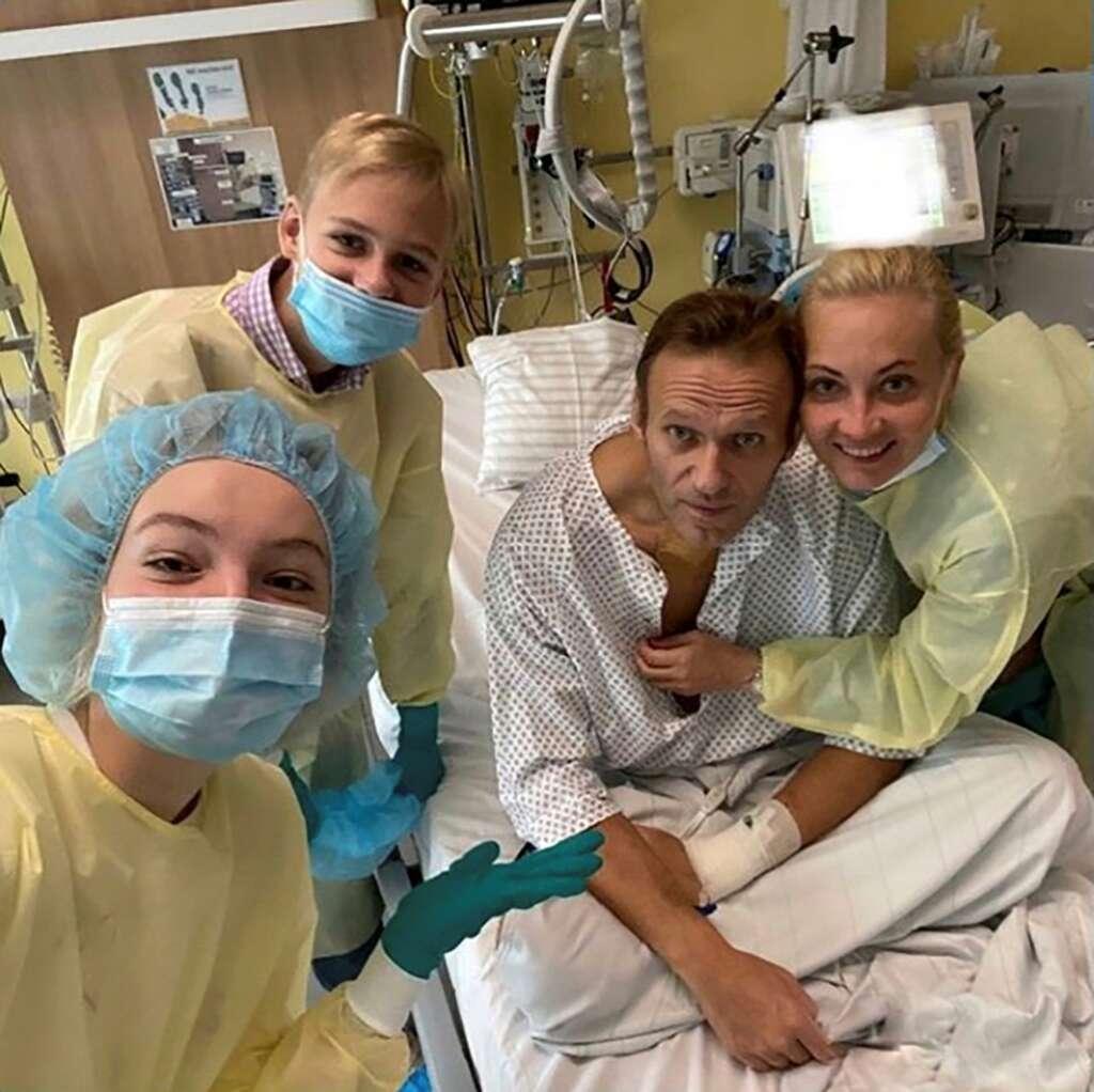 alexei navalny, russia, putin, photo, hospital