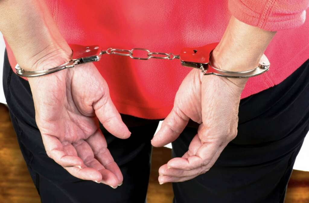 Woman, lures, tourist, hotel apartment, Dubai, assaults, robs him