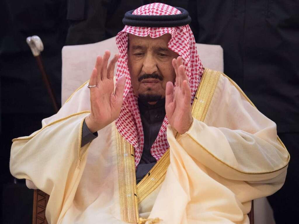 Photos: Saudi King Salman leads brother Prince Talals funeral prayers
