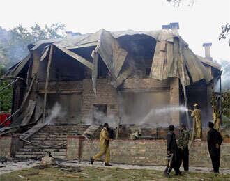 Double blasts kill 25 in Pakistan