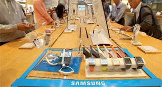Samsung's smartphone array drives record profit in Q3, HTC stumbles