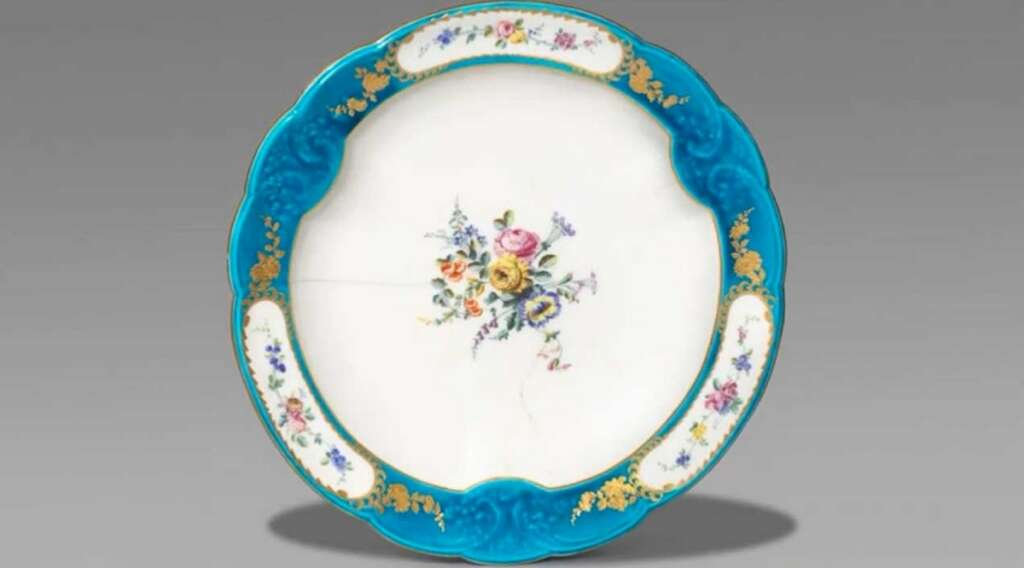 Rare, Dh60, plate, sells, Dh117,000, UK, porcelain dish,