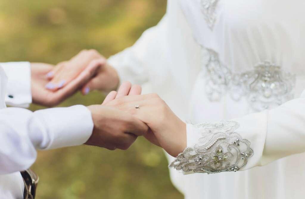 Young Emiratis, happy, tie knot, lavish ceremonies
