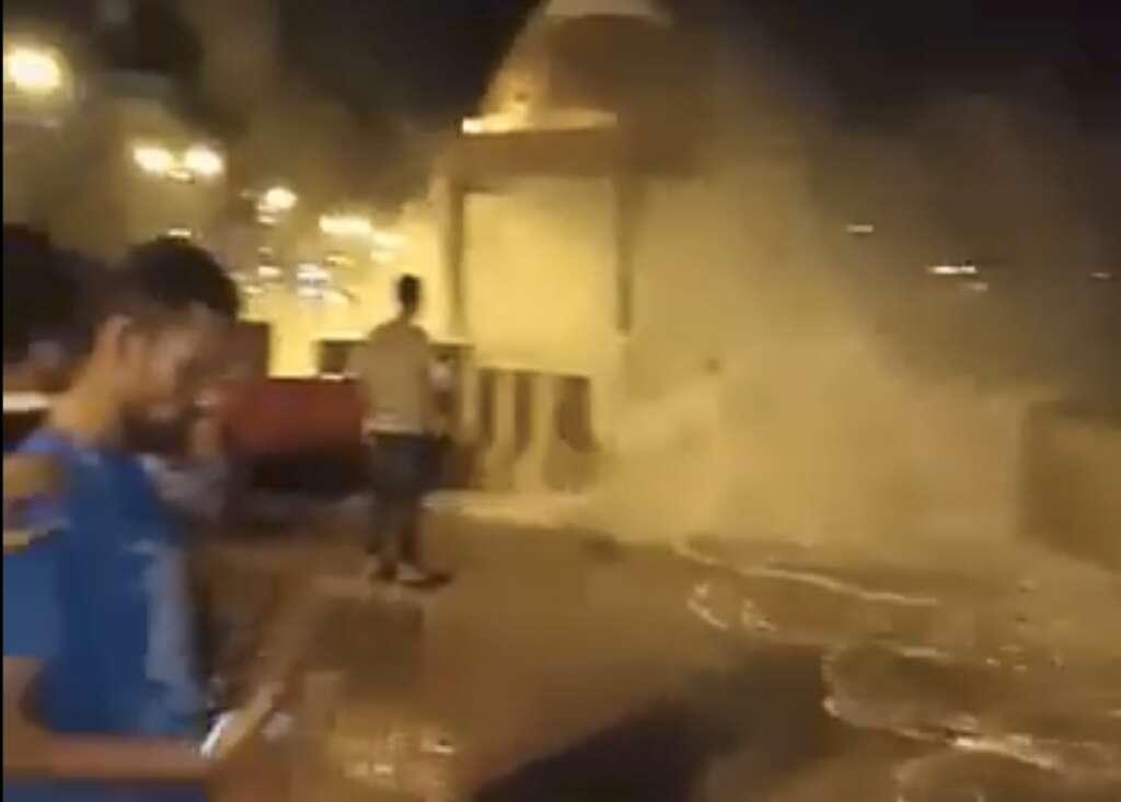 High waves, Oman, Muttrah, Cyclone Kyarr, cyclone,