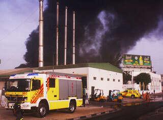 Al Quoz fire guts oil and chemical storage unit - News | Khaleej Times