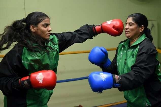 Meet Pakistans mother-daughter boxing duo