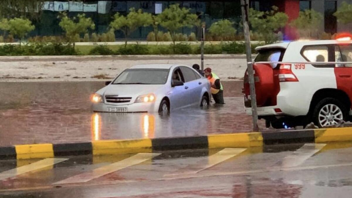 Video: Police rescue drivers stuck in cars in UAE due to rain