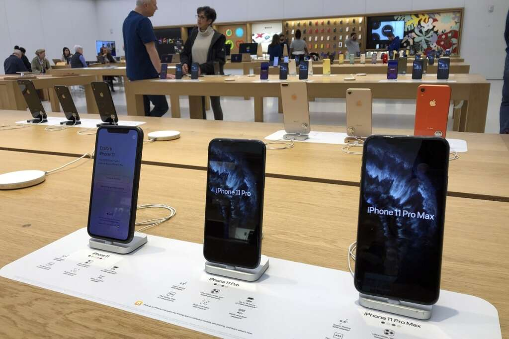 Apples iPhone back to growth as company braces for coronavirus impact