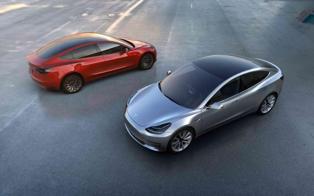Teslas Model 3 gets over 325,000 orders