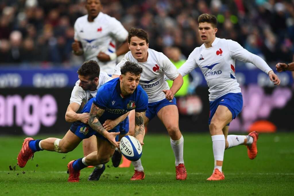 France go top of table with Italy win