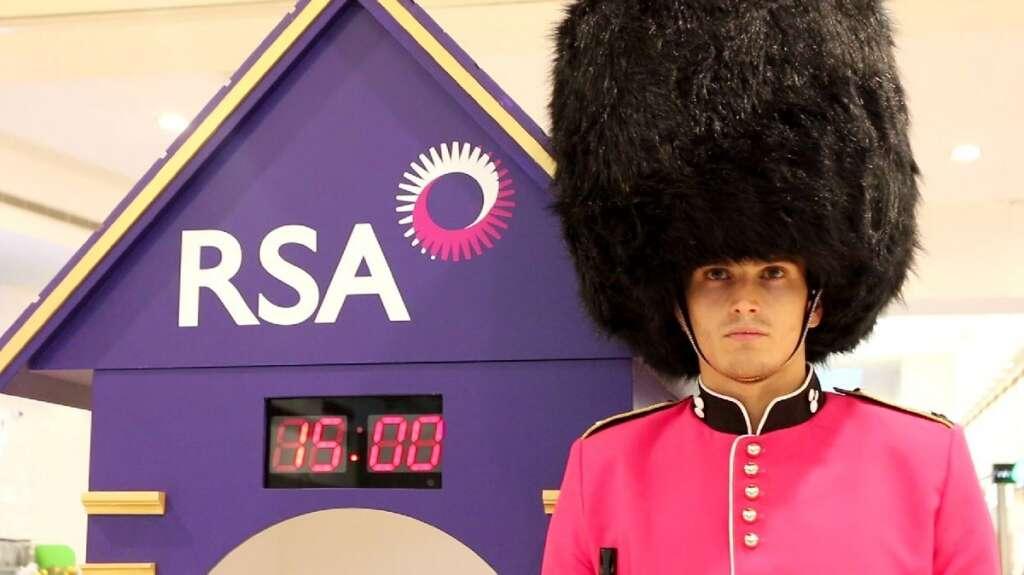 Can you make the Queens Guard laugh in Dubai?