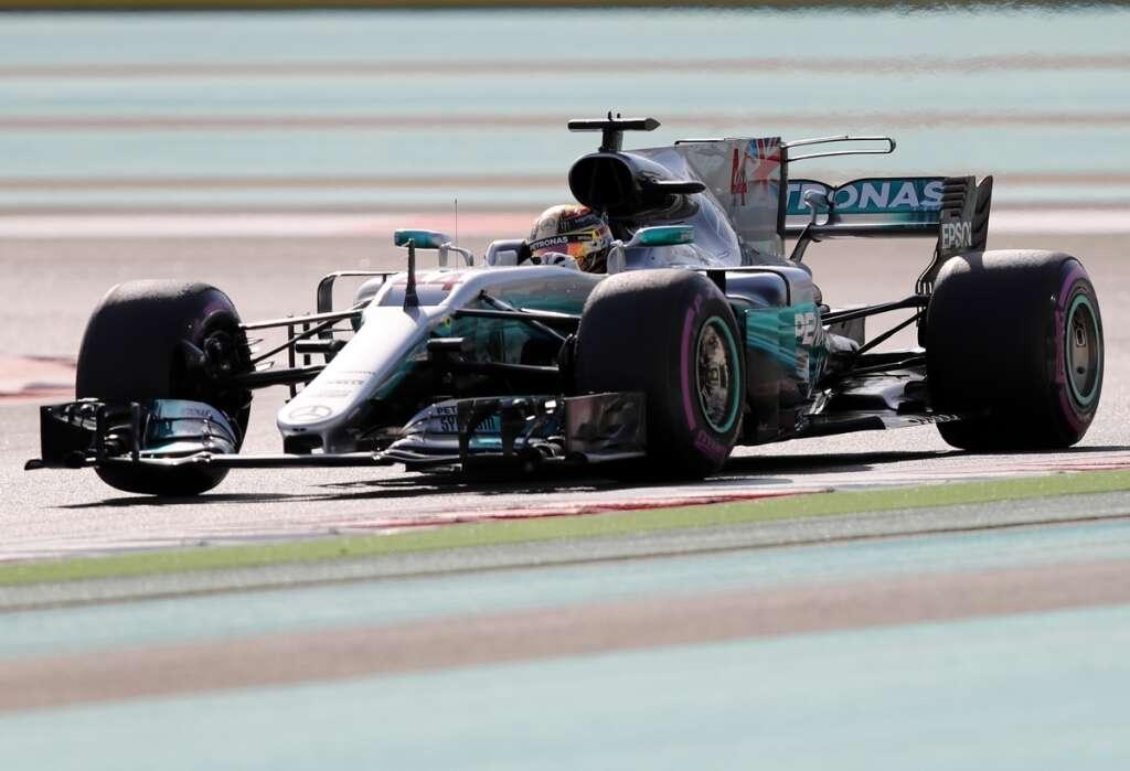 Brilliant Bottas grabs pole in Abu Dhabi