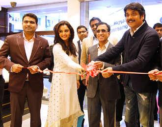 Star-studded jewels in Kalyans UAE opening