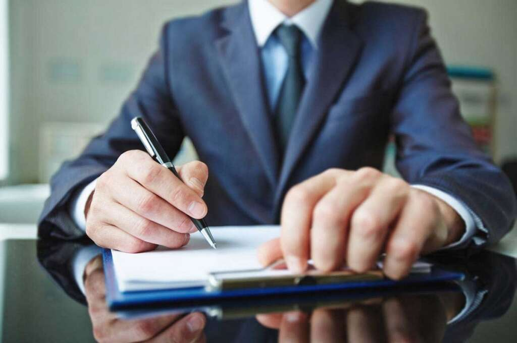 Legal view, salary, employer, file complaint, employer, forge, signature, cancel, work permit, UAE