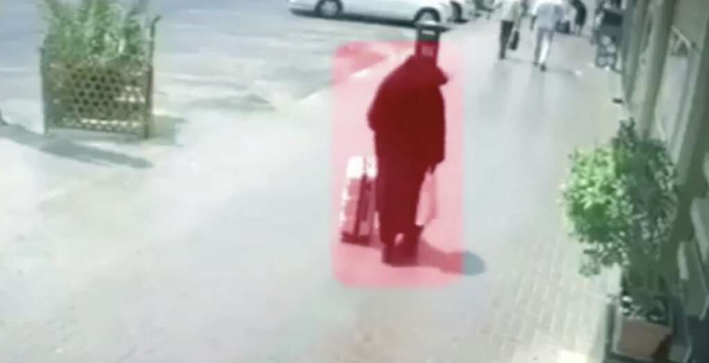 Video: Man wears abaya, steals Dh3 million from safe in
